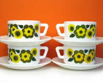 4 Arcopal Lotus cups and saucers, mustard and avocado, retro coffee, French 1970s kitchen