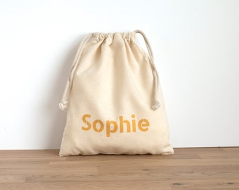 6 + party bags - golden text - hand printed with personalised text in gold - favor bags - kids party - birthday party