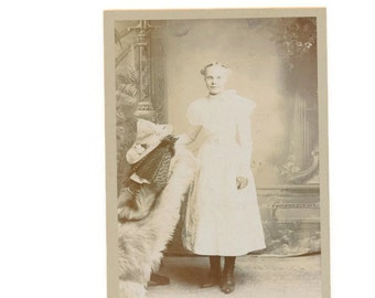 antique photo, Victorian girl cabinet card 1890s