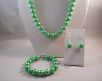 12 mm Green Sea Shell Pearl Necklace, Bracelet and Earring Set