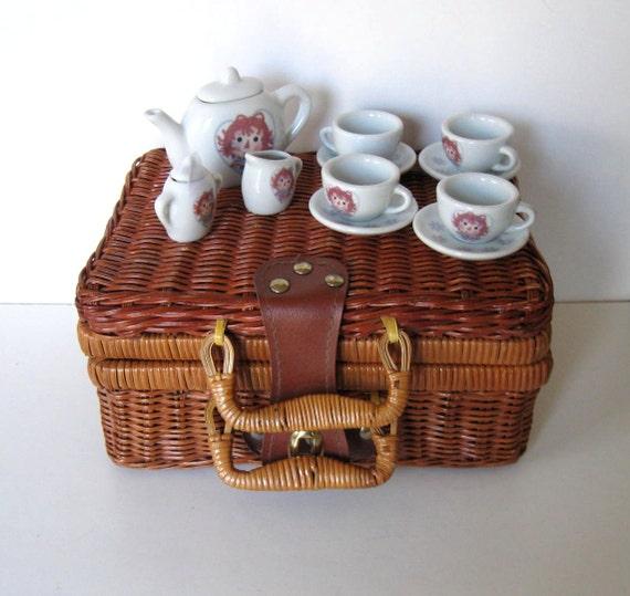 Picnic Basket Dish Set : Child s raggedy ann miniature tea set w by jewelryandthings
