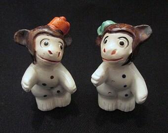 Monkey salt and pepper shakers c1930s huggers kissers vintage tableware