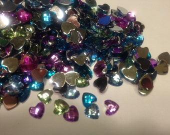 25 assorted flat back acrylic hearts, 7 mm (S12)