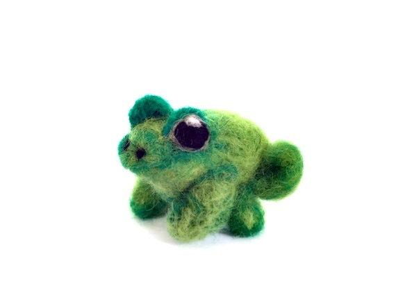 Miniature Frog Felt Soft Sculpture, Needle Felted Amigurumi Amphibian (Flick)