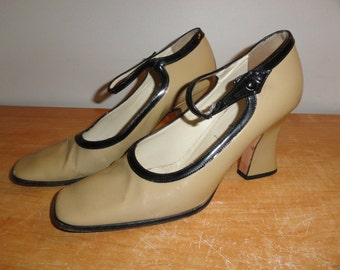 Vintage Beige & Black Patent Leather PRADA Mary-Jane High Heels Sz-38.5/US-8.5 Made In Italy
