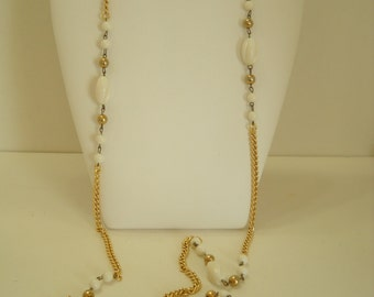 "Vintage White Plastic Beaded 46"" Necklace (9938)"