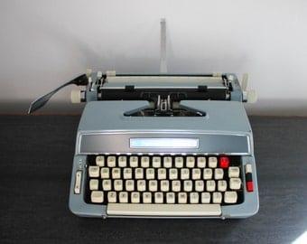 Montgomery Wards signature 5100 typewriter - in working order - with original case