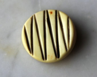 Vintage celluloid zig zag button cream and black -mid century modern-self shank. one inch diameter. 1930s sewing supplies