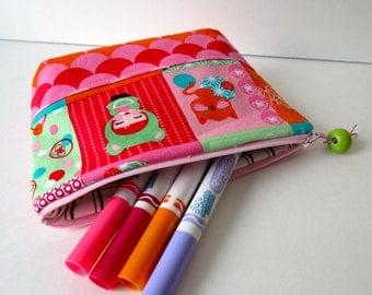 Kokeshi zipped pouch for girl