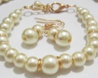 Ivory and Gold Bridesmaid jewelry set, pearl bracelet and earring set, bridal jewelry, bridesmaid bracelet set wedding party