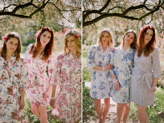 Set of 6 Custom lined bridesmaid robes or bridal party robes in cotton. Pastel floral robes Bridal robe Dressing gowns in delicate prints.