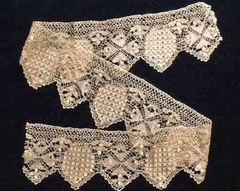 "Maltese bobbin lace, antique, silk, a length of 42-1/4""x4"", there are no snags.  19th. century."