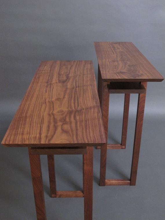 ein paar schmale nussbaum konsole tabellen holz eintrag. Black Bedroom Furniture Sets. Home Design Ideas