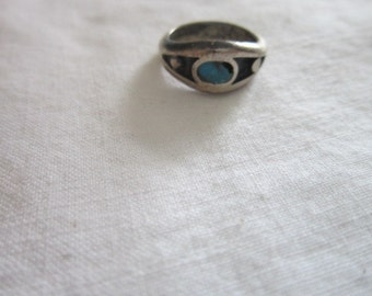 Vintage Sterling Silver & Inlaid Turquoise Native American Ladies Ring