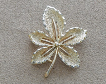Vintage Sarah Coventry Gold Tone Brooch