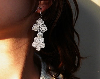 Ivory White Lace earrings, handmade earring Flower and pearl lace jewelry, lace bridal jewelry