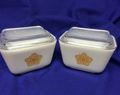Set of 2 Vintage Pyrex Butterfly Gold pattern refrigerator dishes with lids