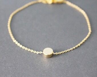 Gold dot bracelet - minimal