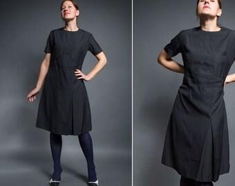Vintage  40s/ 50s  dress / black wiggle coctail dress/ short sleeve knee length black dress/ M