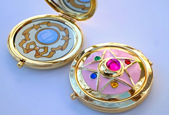 Sailor Moon Crystal Star Compact Brooch Locket Fully