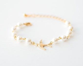 Dove bird bracelet with white pearls in gold