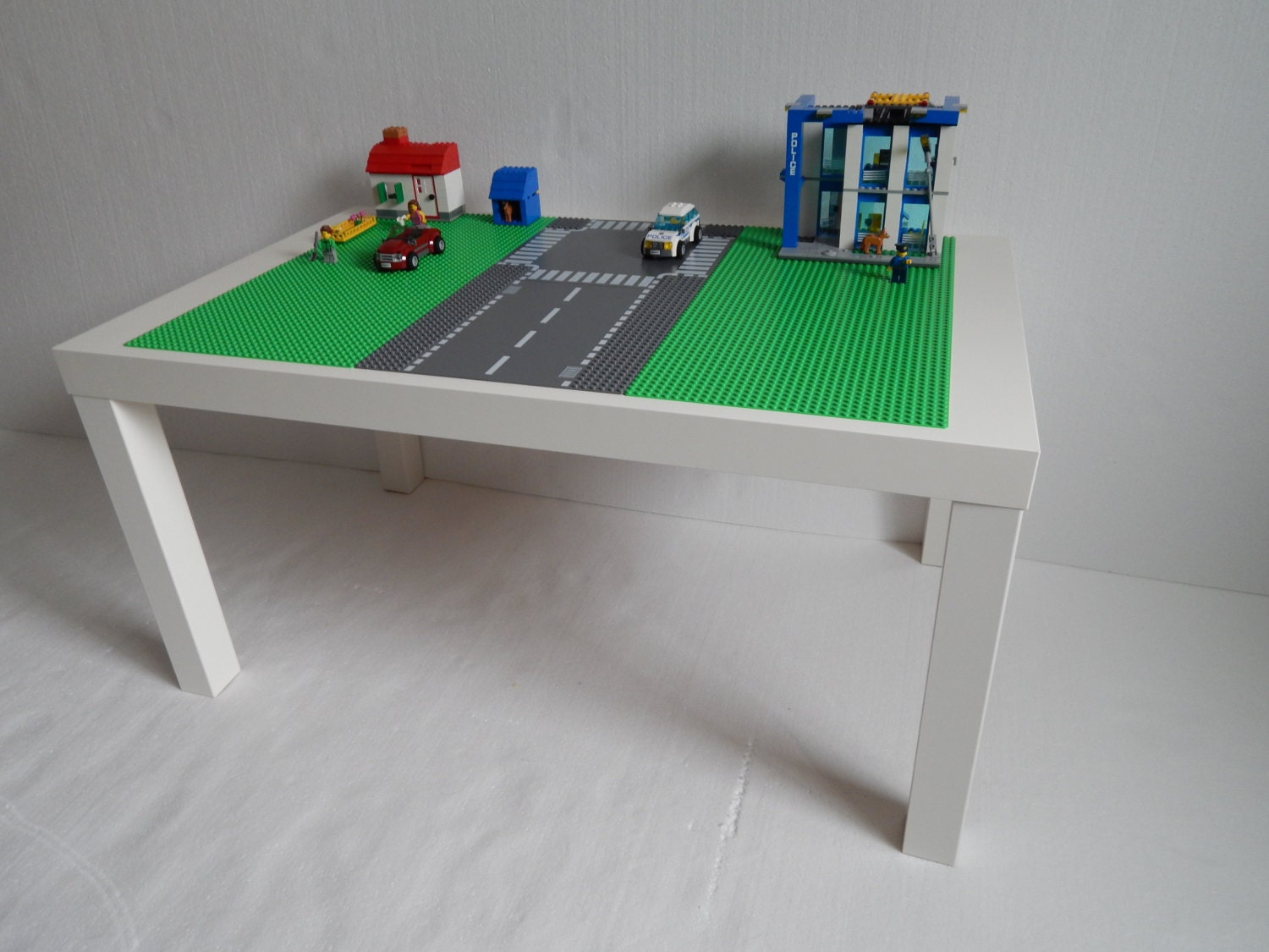 Large lego table 30x20 green with road way lego for Table design lego