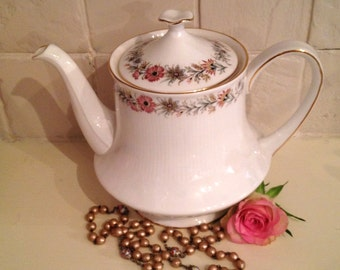 Vintage Teapot in the belinda pattern with little flowers in a circle by Paragon. TP030