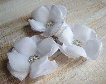 White hair flower White hair pin 3 white hair flower White wedding flower White hair clips White bridal flower White headpiece 1.5 inch pins