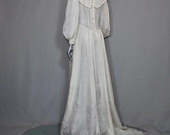 SALE( was 125.00 n0w 75.00) Amish Style Wedding Dress
