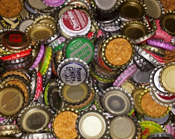 500 Vintage and Newer Bottle caps  Great for Crafts  Noncork and corked mix