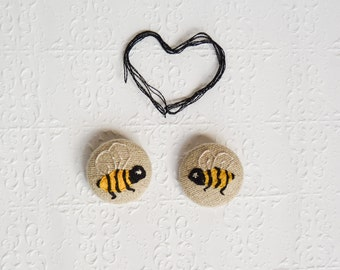 Embroidered Buttons - Two kissing Bee Buttons