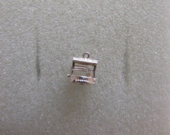 Vintage sterling silver small wishing well charm  143