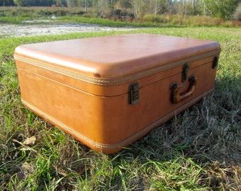 VINTAGE SUITCASE, MID Century Luggage, Travel Bag, Overnight bag,leather suitcase ,Vagabond Suit Case