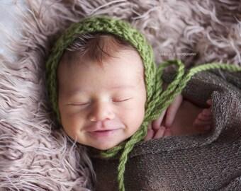 Newborn lucky clovers bonnet