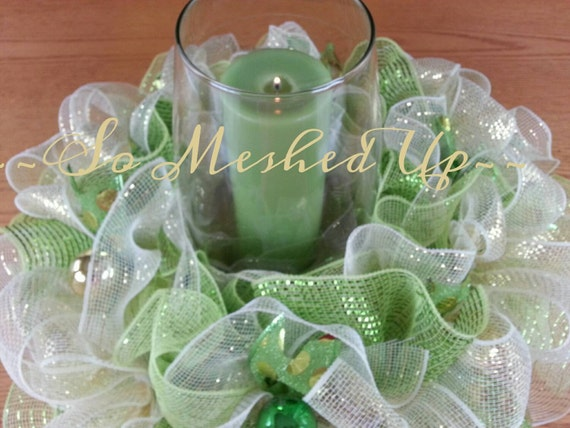 Deco mesh christmas centerpiece in apple green soft gold and
