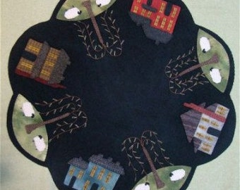 Pattern: Saltbox Wool Applique Table Mat by Primitive Gatherings