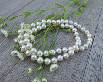 Vintage white  ivory glass pearls necklace