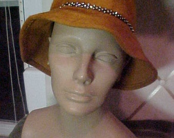 1950s Orange Felt Hat with Brim, has Black Velt Ribboon with Rhinestones around Brilm, and crown,Ann Maria #H7