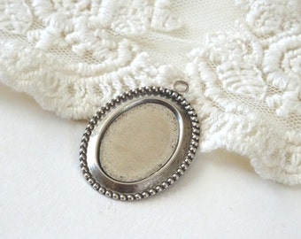 2- Silver Oval Setting Beaded Edge Oval Stampt Pewter Setting for Cabochons or Cameos Inv0205