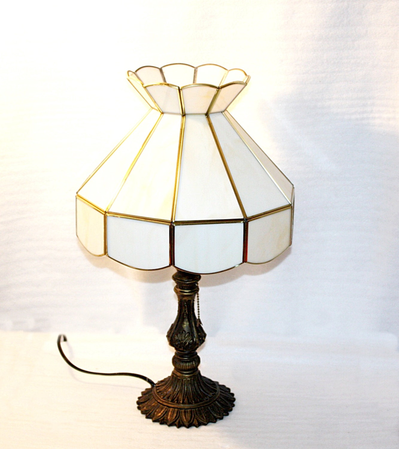 vintage slag glass shaded table lamp shade is by queenieseclectic. Black Bedroom Furniture Sets. Home Design Ideas