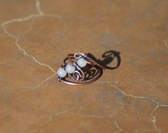 copper wire wrapped ring / blue glass beads / size 6.5
