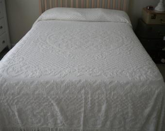 Vintage 1950's Chenille Bedspread