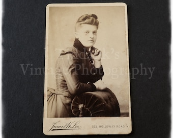 Carte de Visite CDV Photograph of a Young Woman - J. H. Lee of London