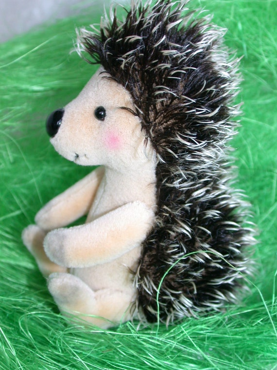 "e-pattern hedgehog ""STAKSI"" 11cm  4.3 inch by Ah-hA BÄREN artist bear"