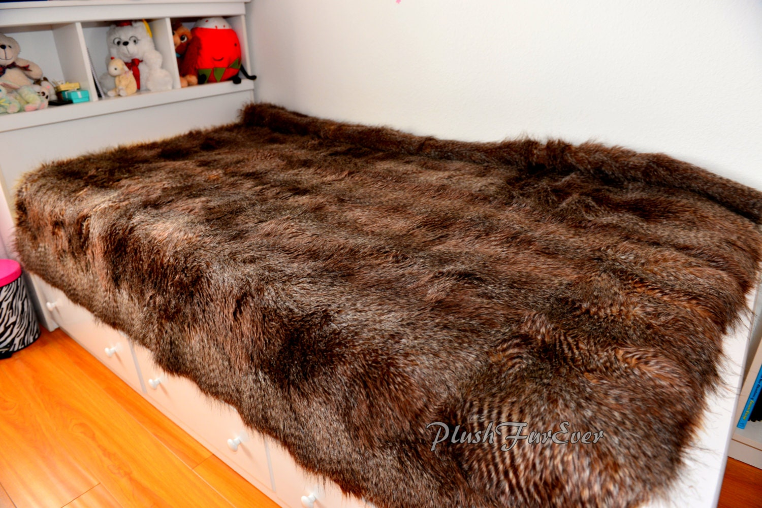 rustic home decor brown raccoon plush faux fur blanket bedding comforters bedspread coverlets. Black Bedroom Furniture Sets. Home Design Ideas