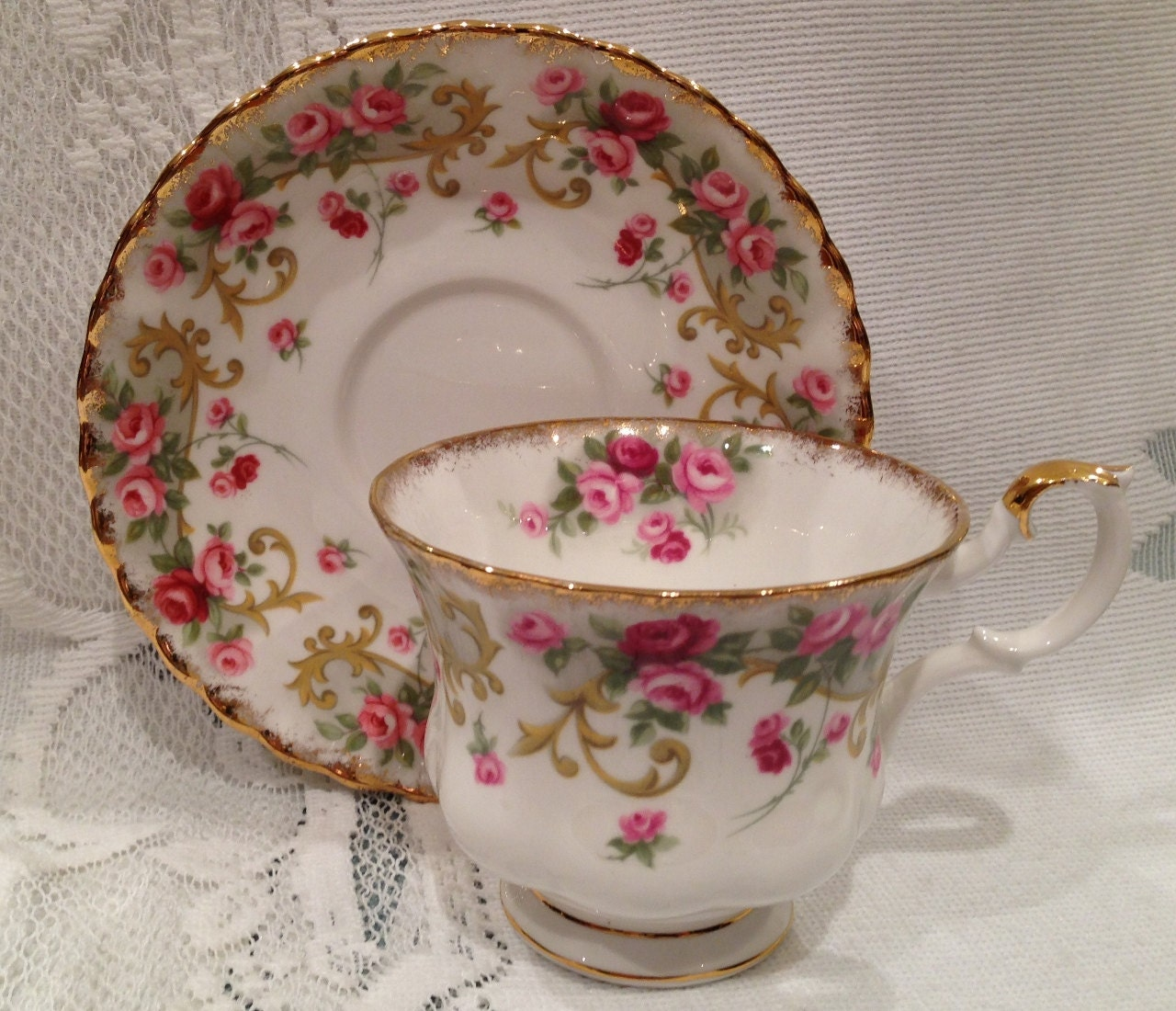 english vintage royal albert fine bone china tea cup saucer. Black Bedroom Furniture Sets. Home Design Ideas