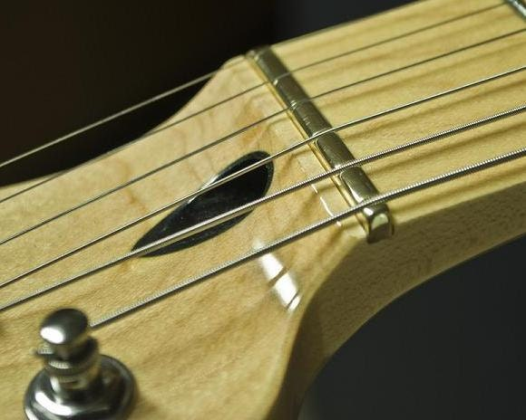Slot guitar bridge
