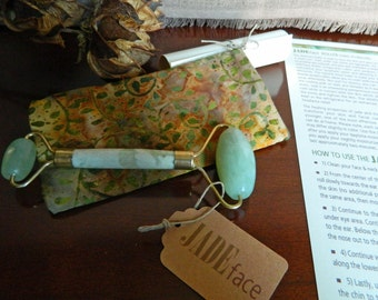 JadeFace Green Jade Roller in Yellow/Green Handsewn Fleece Lined Case