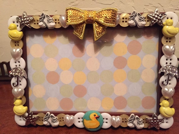 baby shower button picture frame displays 4 x 6 photo