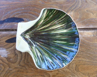 small dish, ceramic, design  shape of st jacques scallop, and signed by pottery SAINT CLEMENT FRANCE, vintage 1950/1960